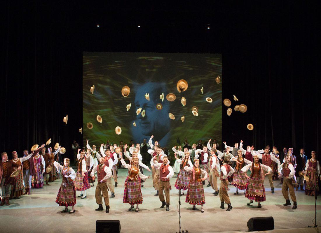 """Ansamblis """"Lietuva"""" kviečia į jubiliejų didžiojoje scenoje"""