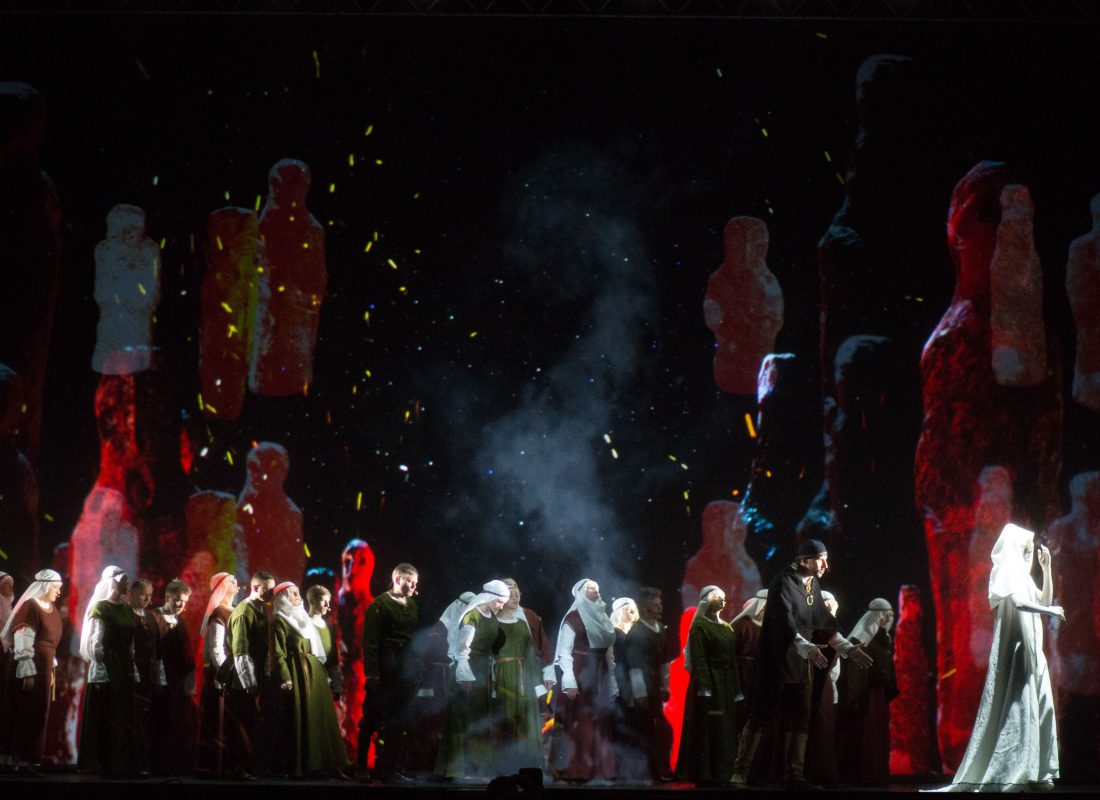 Kas sieja teatrą, lietuvišką folklorą ir flamenko?