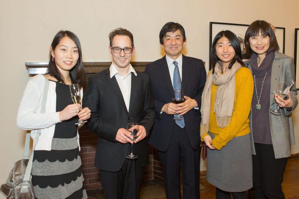 Japonijos ambasadorius Mr. Shiro Yamasaki su šeima ir dirigentas dr. E. Kavecka