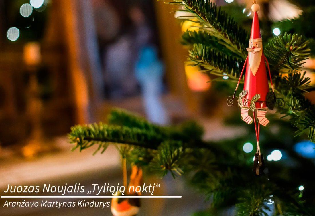 """Kalėdinis ansambliečių sveikinimas – J. Naujalio """"Tyliąją naktį"""""""