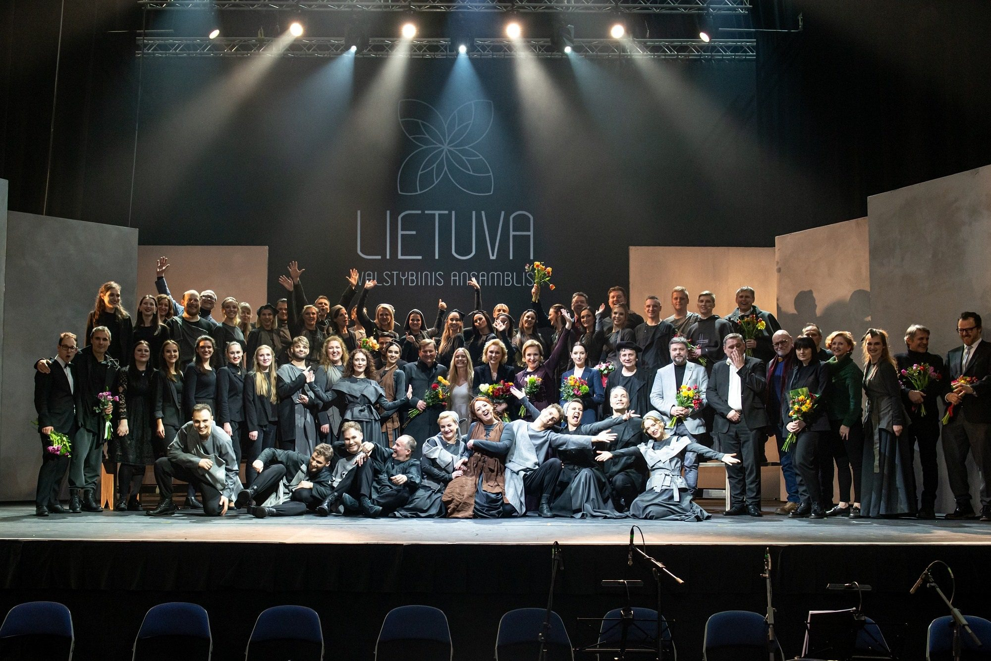 """Ansamblis """"Lietuva"""" po koliažinės operos """"Mažvydas"""" premjeros"""
